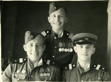 Черкасов Виктор Петрович и однополчане
