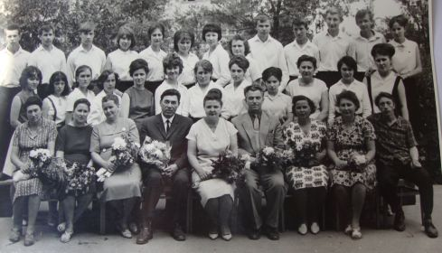 Работа директором школы №62. Виктор Иванович в первом ряду в центре