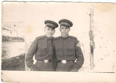 Справа сын Гайдаенко Альберт Федорович