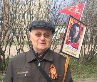 9 мая 2018г. - я с портретом Карпенко И.В. перед шествием в строю БЕССМЕРТНОГО ПОЛКА