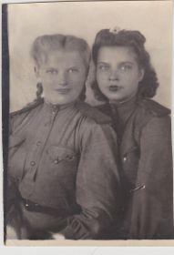 Валя Позднякова(слева) и Денисова Антонина