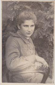 На память милой Вале от Сони Нестеровой. Вспомни нашу дружбу в дни Великой Отечественной войны г.Боровичи 10.09.1944г