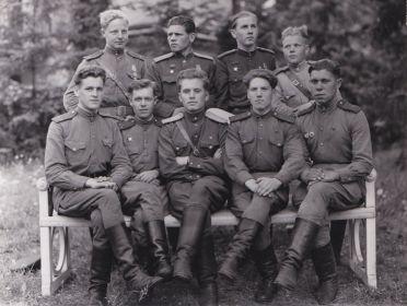 Отец (в нижнем ряду в центре) с боевыми товарищами