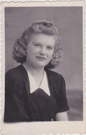 Валя 1952 г Дорогому мужу в дни разлуки.