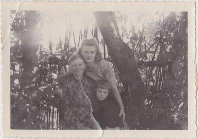 Валя с мамой и дочкой