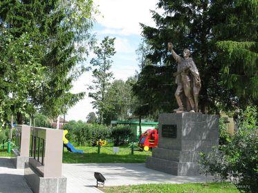 Село Вятское Некрасовского района Ярославской области, мемориал в честь земляков, погибших в годы Великой Отечественной войны 1941-1945г.