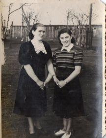 Дочь Александра Ивановича - Людмила Матвеева (Мокина), 1928г.р. (на фото-слева).