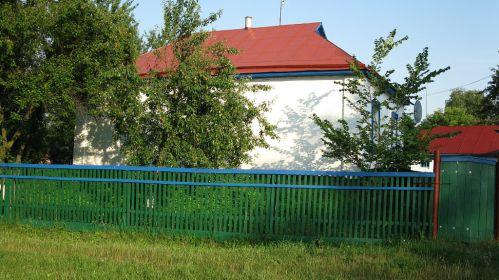 Его дом в с. Аркадиевка , Згуровского района , Киевской области .