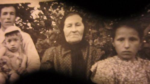 Мама с сыном, дочкой и внуком