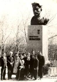 2. Открытие памятника на родине.