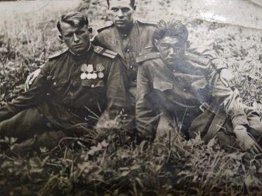 Теплов АА(слева) с боевыми товарищами