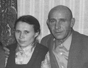 Дедушка Иван Петрович и бабушка Екатерина Тихоновна, 07 января 1978 год