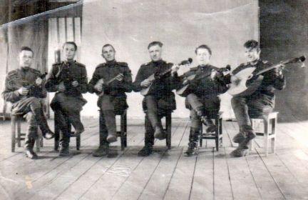 Руководил струнным оркестром домбристов.