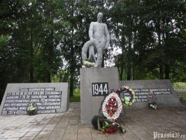 Мемориальный комплекс на братской могиле п.Бабушкино