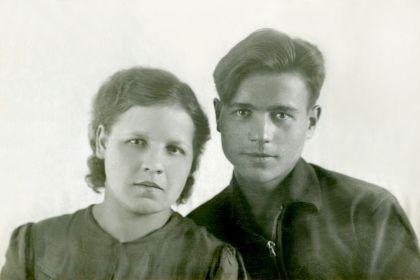 24.07.1941 г. Саша Рычков и Аня Чибескова