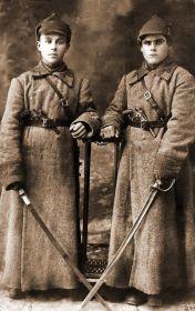 Молодой Самуил Иосифович Федотов (справа). Армейская служба. Приблизительно 20-30 годы прошлого столетия...