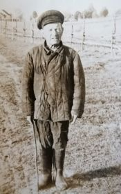 Ревякин Иван Григорьевич в своей деревне в мирное время