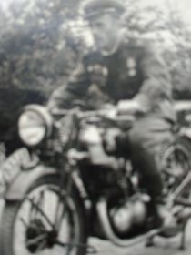 На трофейном мотоцикле. Германия.1945г.