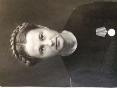 Моя бабушка Тетерина Александра Ивановна, была акушеркой, я всю войну работала в военном гопитале в г. Алатырь.