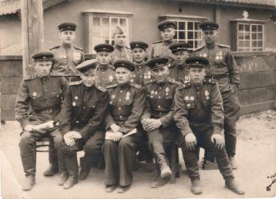 С друзьями по службе (Дударев А.А. - крайний справа в третьем ряду)