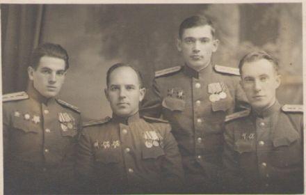 Евгений Васильевич Волкодаев с однополчанами 1945 год