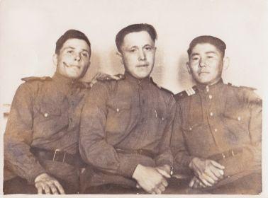 Солдаты (Немиров А.А.  посередине)