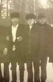 С двумя сыновьями: Анатолий и Иван