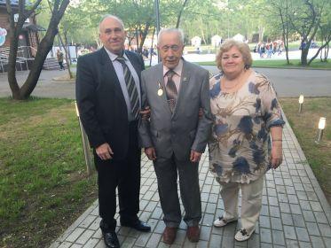 Дедуле 90 лет (с сыном Александром и дочерью Светланой)