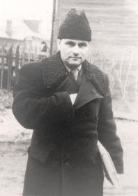 После войны: Пётр Лаврентьевич - собственный корреспондент центральных газет и преподаватель института
