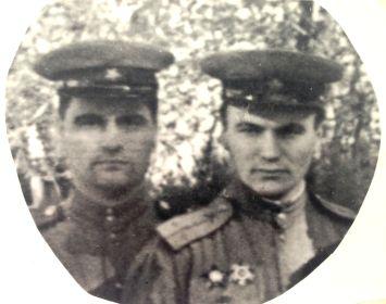 Пётр Порываев (слева) и будущий писатель Михаил Алексеев. Венгрия, 1945 год