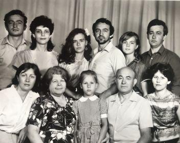 Дедушка Ваня со своей семьей