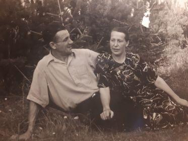 Послевоенные годы. С бабушкой.