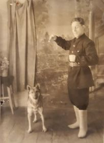 Елисеев Иван Кузьмич с собакой, 1955 год