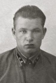 Фотография с отчетной карточки члена ВКП)б) 1940г.