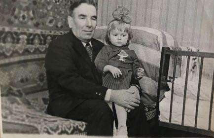 Николай Никитович с внучкой
