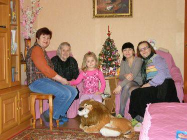 Степанида со своей семьей