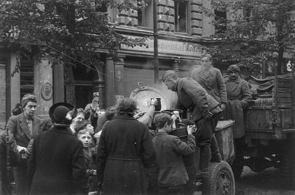 И немцев (гражданских) подкормим
