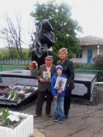 Памятник в селе Калмыковка 9 мая 2017