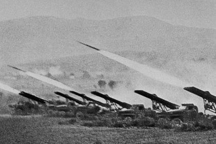 Залп дивизиона БМ-13-16 во время Сталинградской битвы. 6 октября 1942 г.