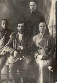 Семья Черствовых (Георгий слева)
