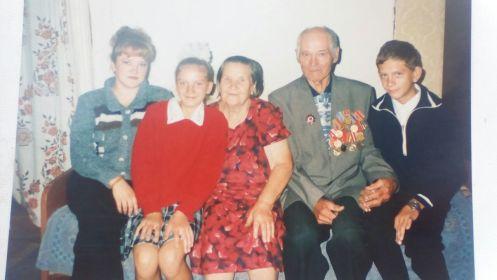 С супругой и внуками
