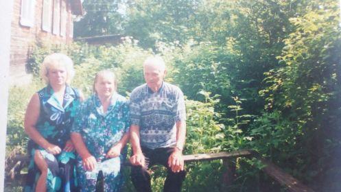 С супругой и дочкой