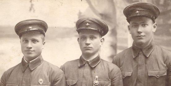 Скобелев ВД(в центре) с боевыми товарищами