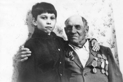Внук Алексея Федоровича Алексей и его брат Василий Федорович 9 мая 1987 года
