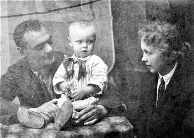 Дедушка, бабушка и мой папа, Абакумов Лев Дмитриевич в 1926 году