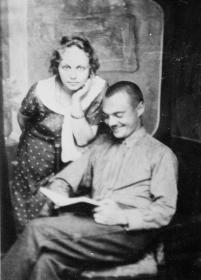 Дедушка и бабушка (  Абакумова, в девичестве- Золотарева Надежда Георгиевна)