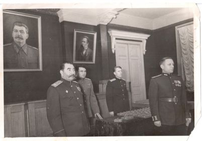 Вручение нашрадного оружия генералом Буденым