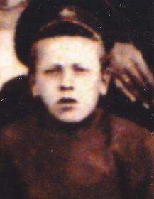 Дядя Золотарев Михаил Георгиевич,участник войны, гвардии младший сержант