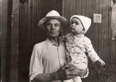 Илларион Васильевич с внучкой Еленой