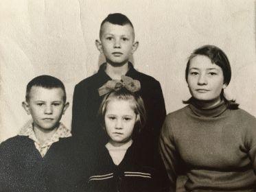 1966г. Дети : 1. Валентина - 1951 г.р.; 2. Михаил - 1953 г.р.; 3. Александр - 1955 г.р.; Татьяна -1960 г.р.
